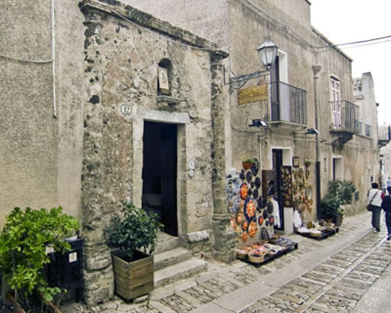 Turismo trapani antico borgo for Interno casa antica